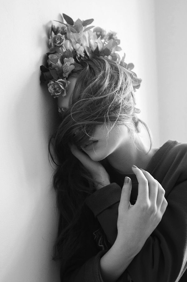 black-and-white-floral-crown-editorial