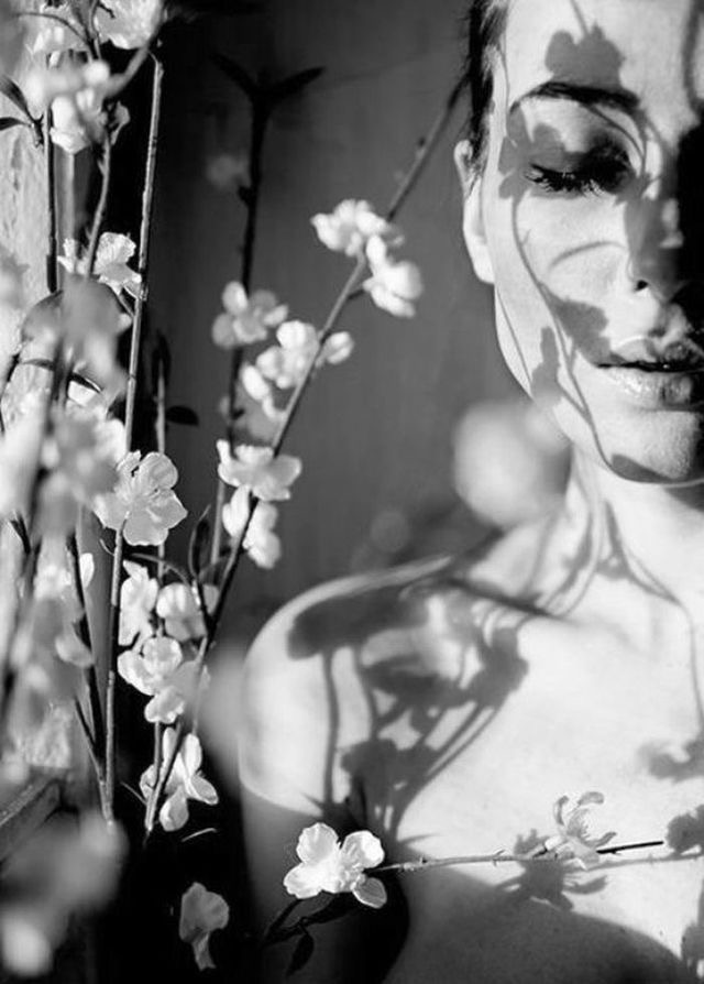 flowers-black-and-white-editorial