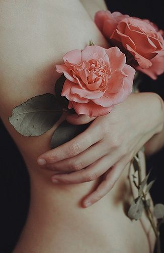 spring-florals-editorial-pink-roses-bare-body