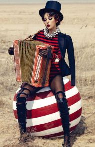 circus-accordion-photography