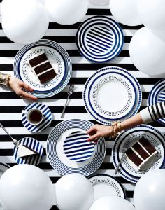 striped-cake-table