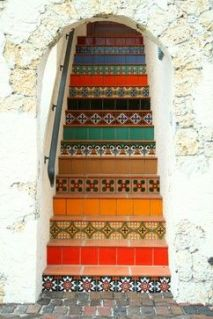 mediterranean-patterned-staircase