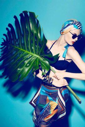 model-batik-tropical-leaf-editorial